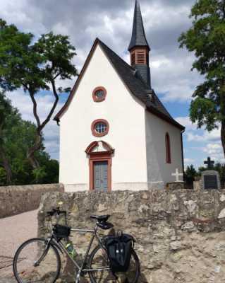 Fahrrad vor Mönchshofkapelle Raunheim